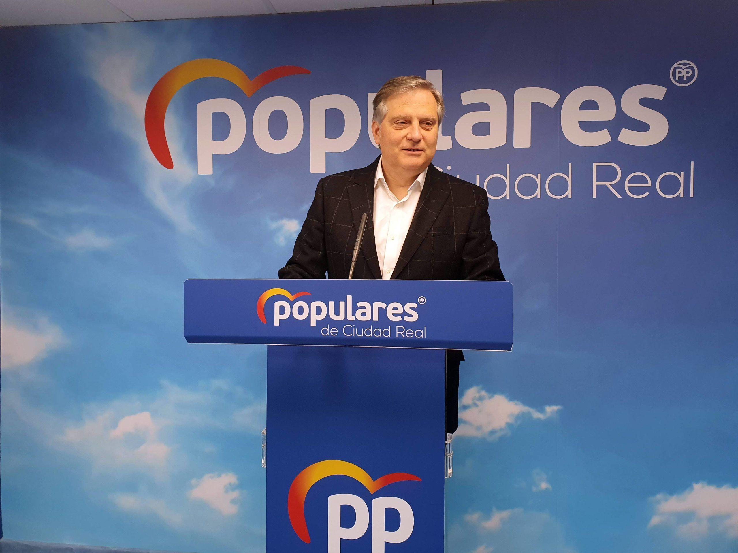 Cañizares pide a Page que explique por qué sus parlamentarios votan una cosa en la región y la contraria en Madrid