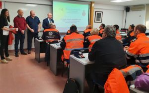Un total de 48 integrantes de varios grupos de emergencia reciben formación en reanimación cardiopulmonar y educación vial