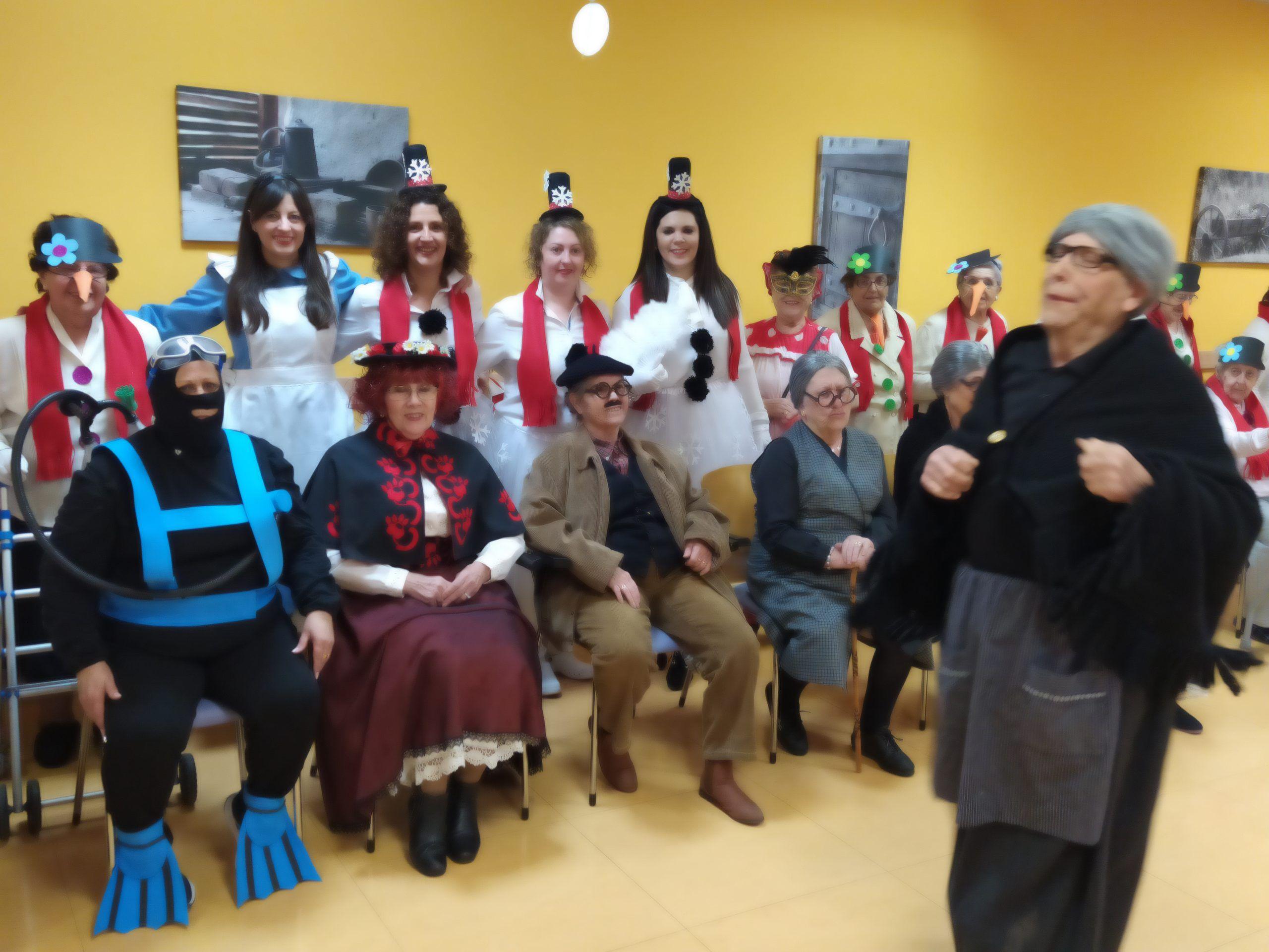 Los mayores del Centro del Lucero se sumergen en el Carnaval