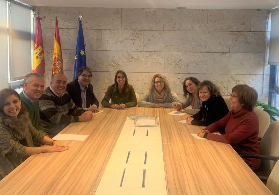 El Gobierno de Castilla-La Mancha inicia el proyecto 'CiberCaixa Emplea+' en tres centros de mayores de la región