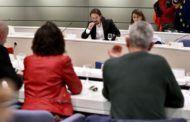 Iglesias y Díaz confirman a los sindicatos que el Gobierno reducirá de 35 a 20 las peonadas para acceder al subsidio agrario