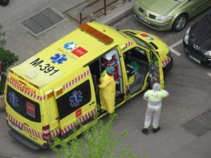 España marca un máximo con 832 fallecidos en un día, hasta 5.690, y registra 72.248 contagiados