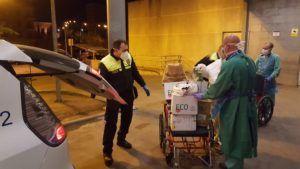 Los profesionales sanitarios de la provincia reciben 1.800 equipos de protección hechos por los voluntarios conquenses