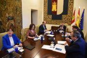 El Gobierno regional plantea a las cinco diputaciones coordinar todos los recursos para afrontar la crisis social y económica tras la pandemia