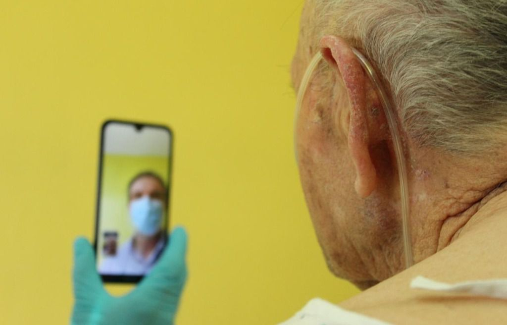 El Gobierno de Castilla-La Mancha pone en marcha un procedimiento para facilitar la comunicación entre pacientes ingresados y sus familiares