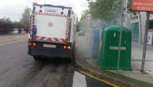 El Consistorio intensifica la limpieza viaria con más de 60.000 litros de desinfectante diarios y nuevos recursos que facilitan la pulverización