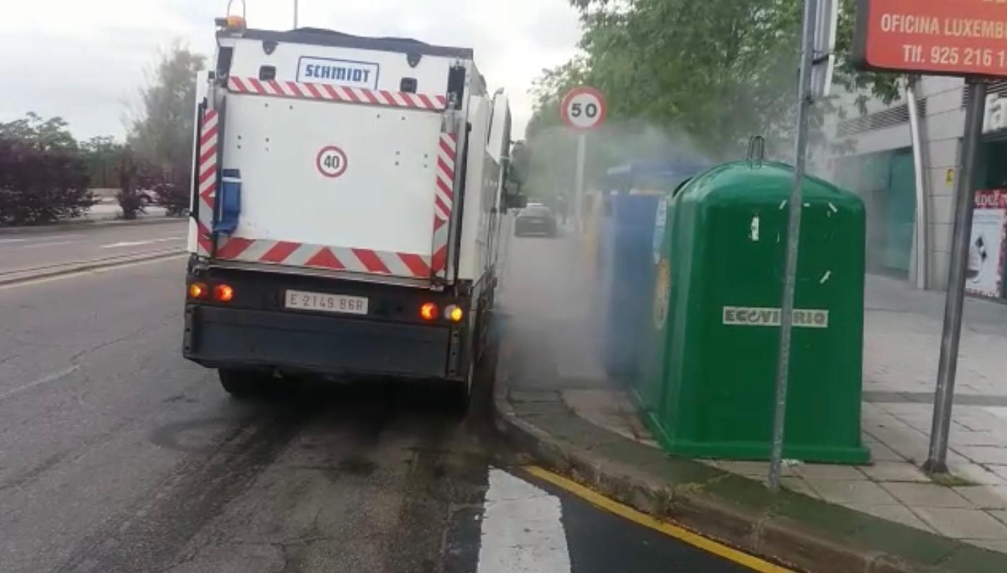 El Consistorio de Toledo intensifica la limpieza viaria con más de 60.000 litros de desinfectante diarios y nuevos recursos que facilitan la pulverización