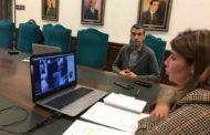 La alcaldesa anuncia la reducción de un trimestre en la cuota por instalación de mesas, sillas y veladores en la vía pública