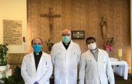 Los tres capellanes del hospital de Cuenca se ponen a disposición de los enfermos las 24 horas del día
