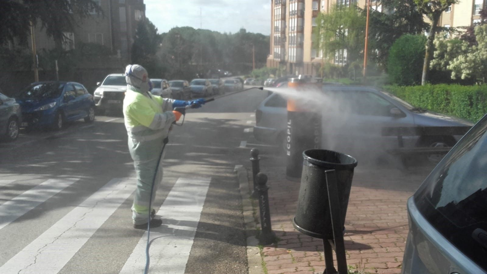 """El Ayuntamiento de Cuenca refuerza la desinfección de calles y """"puntos calientes"""" de cara a las salidas de menores"""