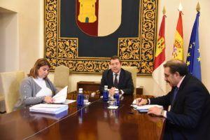 """La FEMPCLM y el Gobierno regional marcan un protocolo para agilizar la realización de test entre el personal municipal esencial para reforzar la """"seguridad"""" desde los que protegen a la ciudadanía"""