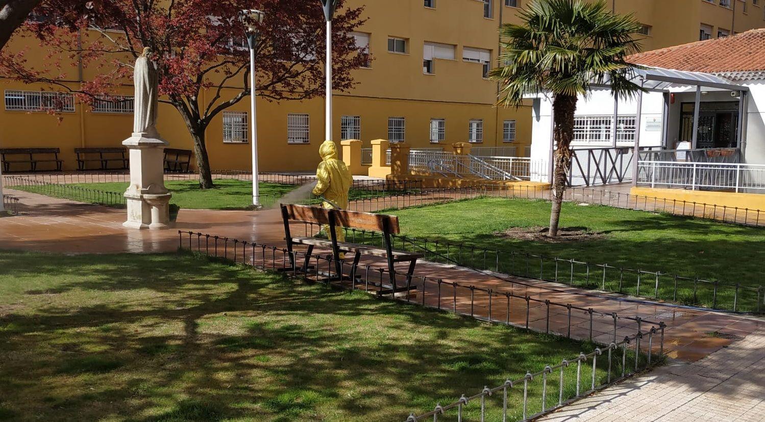 El servicio de Mantenimiento de Diputación de Cuenca desinfecta los edificios provinciales para luchar contra el Covid-19