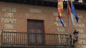 Las banderas del Ayuntamiento de Talavera ondearán a media asta desde el próximo sábado en homenaje a las víctimas por el Covid-19