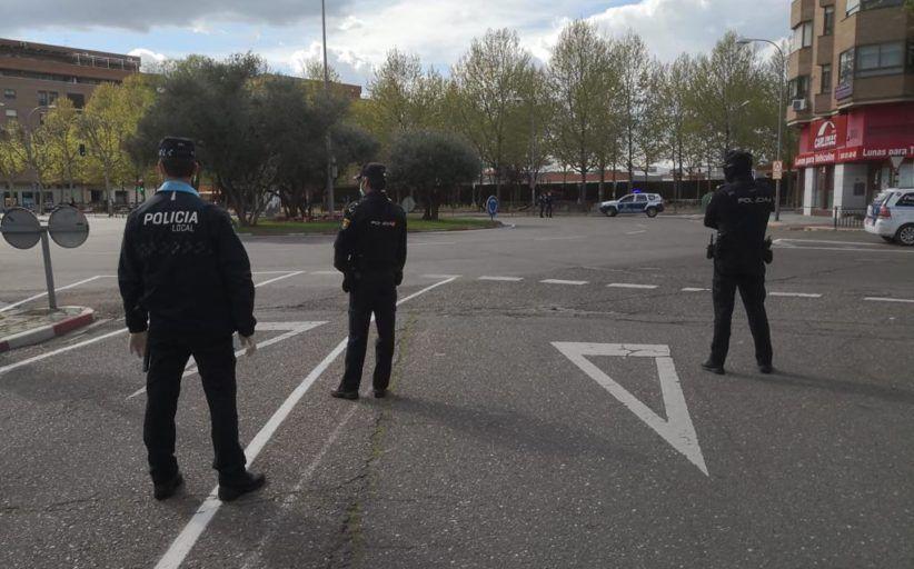 La Policía Local de Talavera y la Policía Nacional suman esfuerzos para desarrollar labores de control en las calles durante la crisis sanitaria