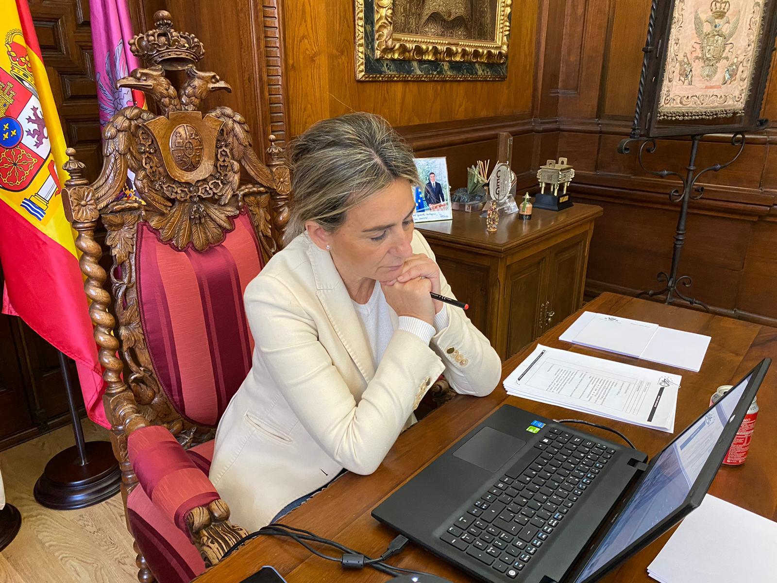 La alcaldesa participa en la Junta de Portavoces de la FEMP que propondrá una batería de medidas económicas para ayuntamientos
