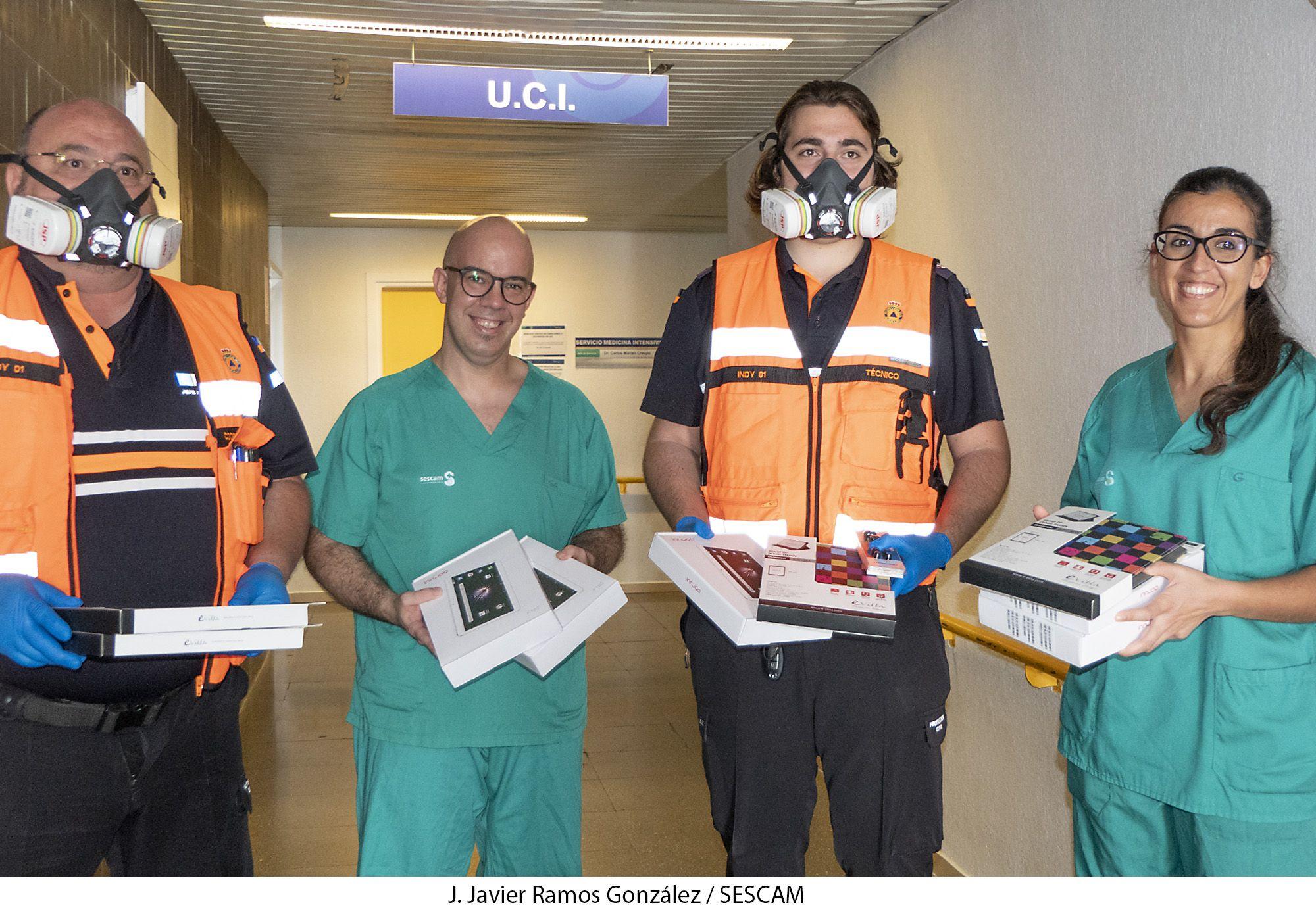 La UCI del hospital y las residencias de mayores contarán con 13 tabletas para la comunicación entre internos y familias