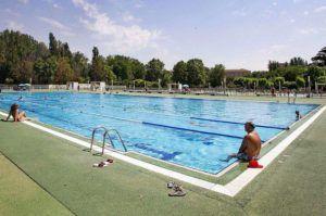 El Ayuntamiento recuerda el protocolo de desinfección, aforos y otras medidas que también deben cumplirse en las piscinas comunitarias