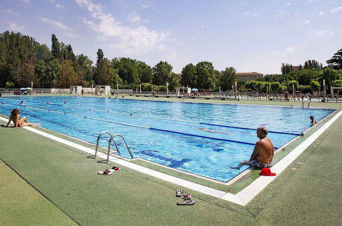 """Almeida abrirá las piscinas """"con todas las medidas de seguridad"""" si el Gobierno lo permite"""