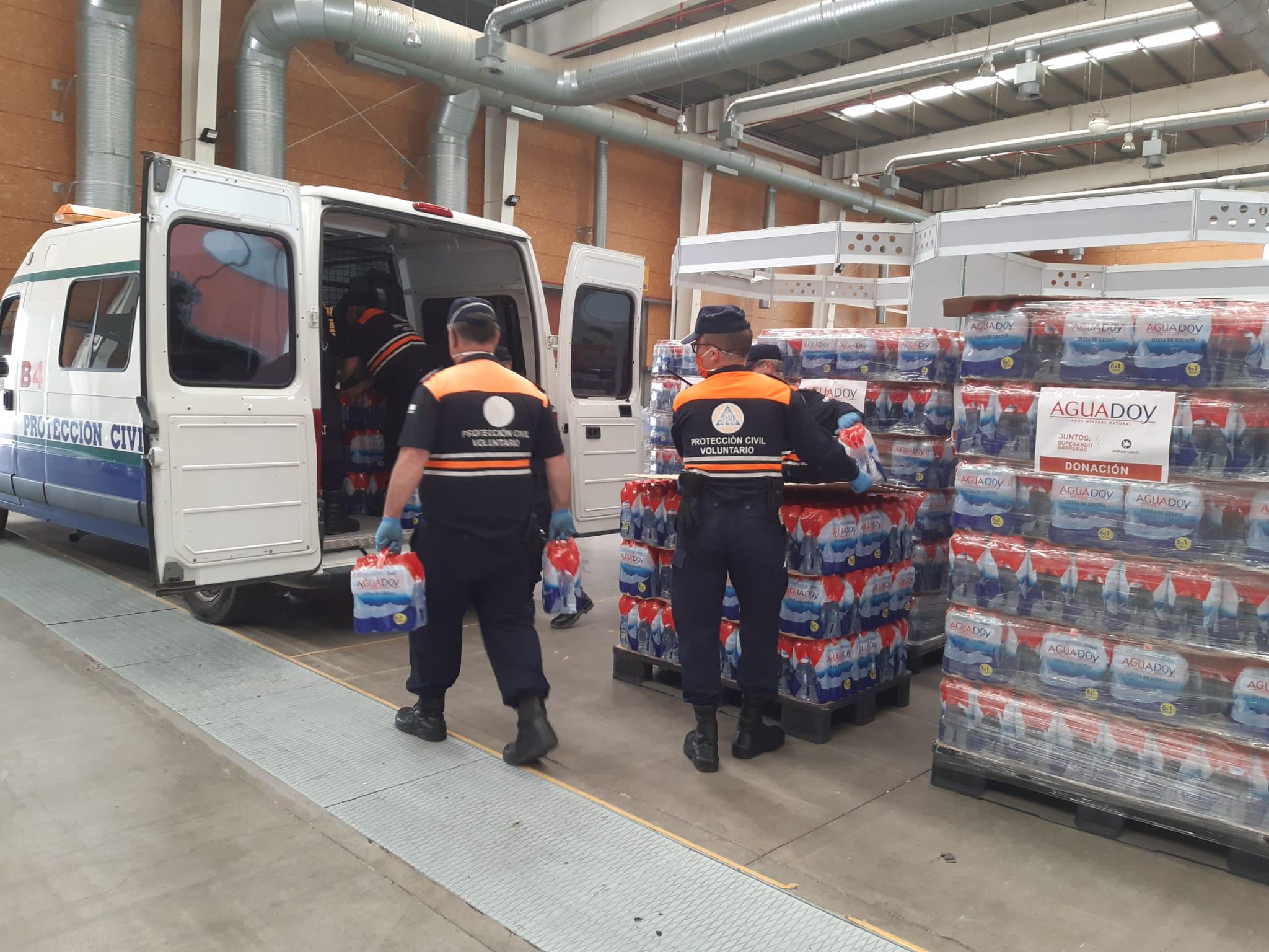 La alcaldesa de Gamonal y Aguadoy contribuyen con el recurso de alimentos de Talavera donando más de 300 kilos de productos no perecederos y 14.000 litros de agua
