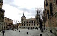 Toledo inicia mañana el luto por las víctimas de la COVID-19 con la colocación de banderas a media asta en la plaza del Ayuntamiento