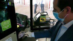 Los usuarios del autobús urbano podrán renovar sus tarjetas XGuada gratis desde este lunes en cada viaje