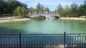 El lago de La Alameda recupera su mejor imagen después de la limpieza integral que se ha efectuado durante esta semana