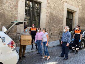 Tolón recepciona junto al subdelegado del Gobierno y a Protección Civil mascarillas para uso en el transporte público