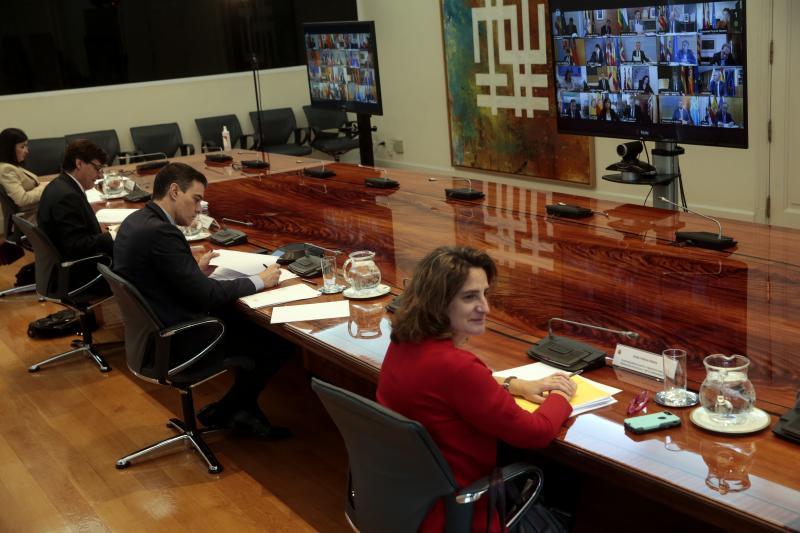 Sánchez despierta más dudas con el fondo para las autonomías y concita más críticas por informar a posteriori