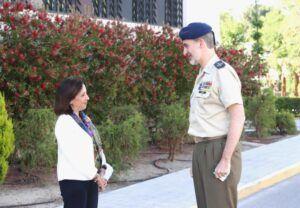 """El Rey felicita a las Fuerzas Armadas y recuerda que """"somos un gran país que encara siempre de frente las dificultades"""""""