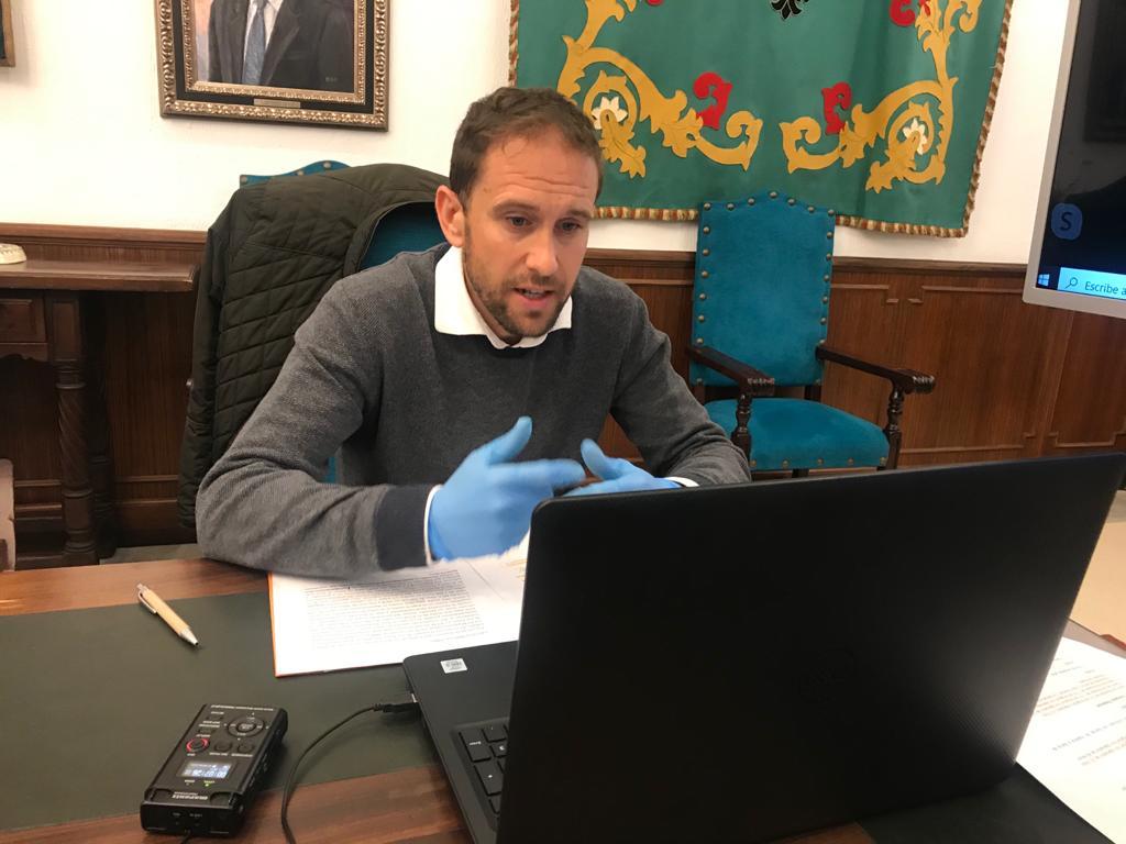 Se inicia el procedimiento para convalidar facturas de 2018 y 2019 por obras no incluidas en los contratos de los proyectos de la piscina El Prado y parque de calistenia