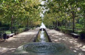 El Ayuntamiento cierra los parques de la ciudad ante la alerta por fuertes rachas de viento y lluvia durante el fin de semana