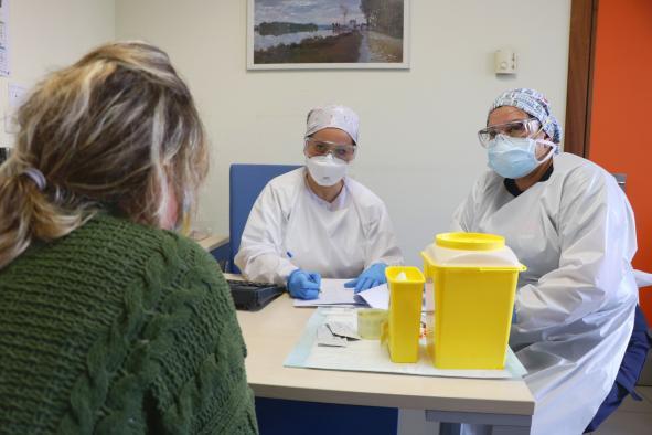 España pone fin a 99 días de estado de alarma y se adentra en la prudencia de convivir con el virus