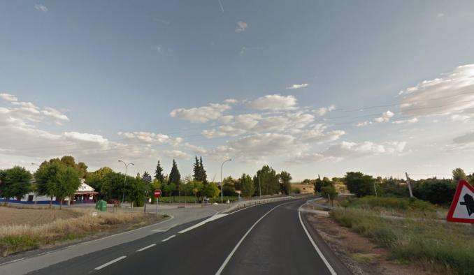El Gobierno regional firma los contratos para la ejecución de dos glorietas en Valdepeñas y Camarena