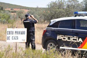 La Policía Nacional detiene en Valdepeñas a dos estafadores que captaban a sus víctimas anunciando falsas cacerías a través de Internet