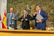 El Gobierno de Castilla-La Mancha y Correos rubrican un convenio marco para implementar servicios en el medio rural