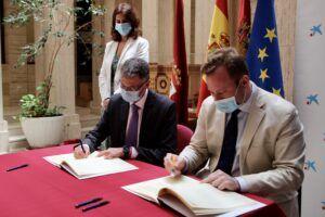 El Ayuntamiento de Albacete y MicroBank suscriben un convenio de colaboración para reactivar el autoempleo y la actividad emprendedora