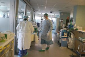 España tiene una media de más de 700 contagios diarios en la última semana
