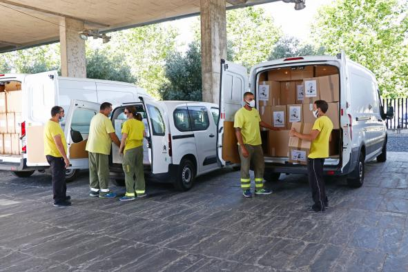 El Gobierno de Castilla-La Mancha ha realizado esta semana un nuevo envío a los centros sanitarios con más de 1,7 millones de artículos de protección