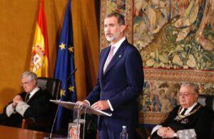 """El Rey destaca el papel del Constitucional para garantizar el """"sometimiento de todos los poderes"""" a la ley"""