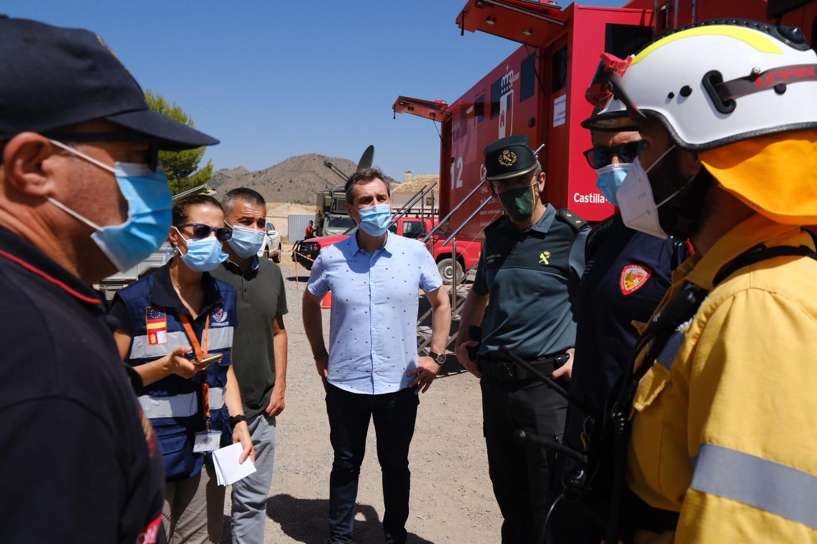 El delegado del Gobierno en Castilla-La Mancha ha presenciado el trabajo realizado para luchar contra el incendio que se inició a última hora de la tarde de ayer en Férez (Albacete)