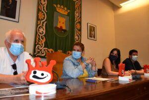 La alcaldesa recibe a profesores y alumnos de la Escuela Joaquín Benito de Lucas tras recibir varios reconocimientos en los Premios Buero Vallejo de Teatro Joven