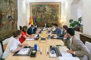 Castilla-La Mancha iniciará el próximo curso escolar un Plan de digitalización de casi 28 millones de euros y contratará a 3.000 docentes más