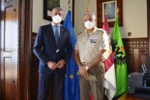 El presidente de la Diputación destaca el trabajo del director del Museo del Ejército en su despedida del cargo