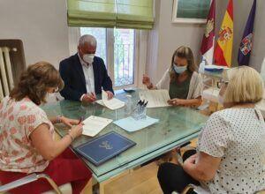 Vega y Merino firman un convenio para el mantenimiento del Centro de la Vihuela de Sigüenza durante 2020