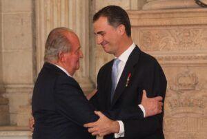 El rey Juan Carlos I está en los Emiratos Árabes desde que salió de España