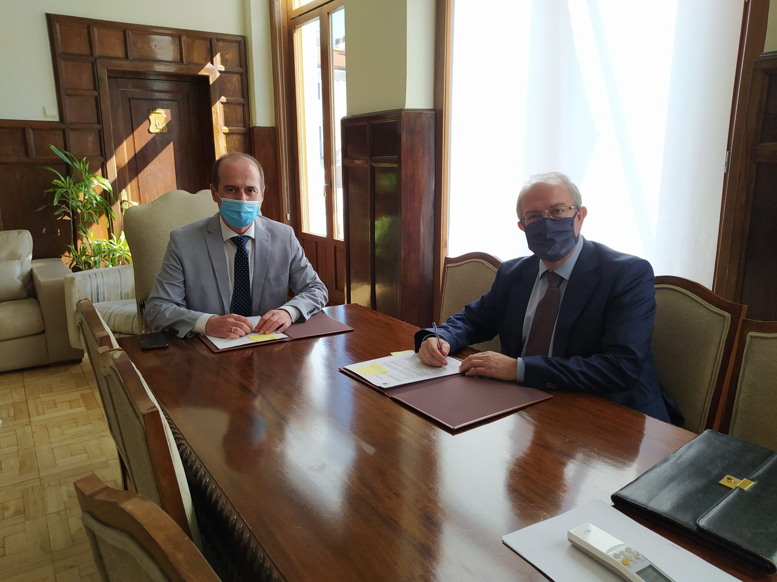 El Ayuntamiento renueva con Ibercaja el convenio de colaboración que facilita los trámites de la gestión tributaria municipal