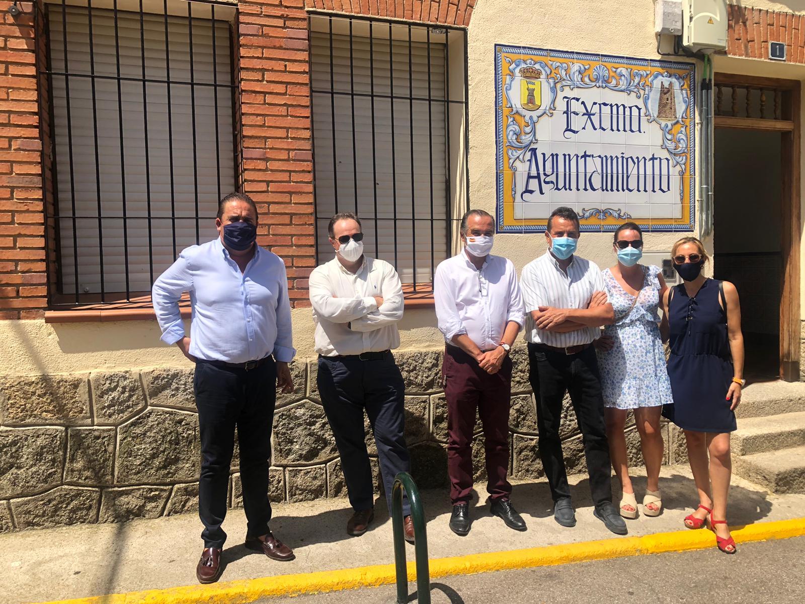Gregorio lamenta que Page siga haciendo caso omiso a las reivindicaciones de la Sierra de San Vicente para recuperar el transporte público