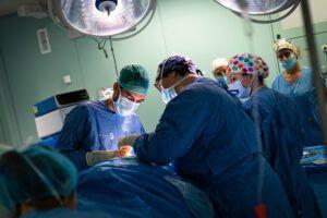 Los hospitales de Castilla-La Mancha han logrado mantener durante el mes de julio niveles de actividad quirúrgica similares a los del año anterior