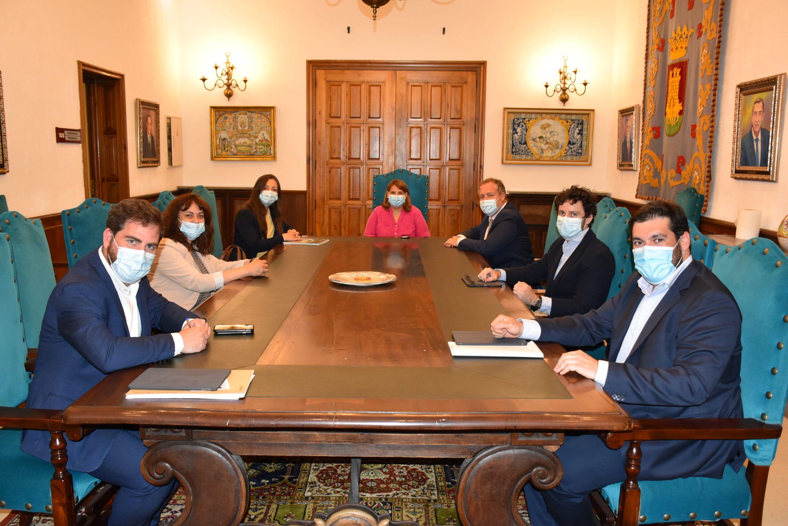 García Élez y Mercadona mantienen una reunión de trabajo para abordar la estrategia de renovación de la firma en los nuevos centros que tiene proyectados en la ciudad