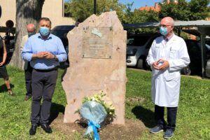 El Ayuntamiento de Cuenca descubre un monolito por las víctimas de la Covid-19 y en reconocimiento de los profesionales de la Sanidad y servicios esenciales